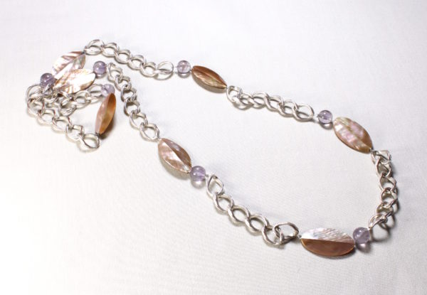 Necklace amethyst lip shell & silver chain