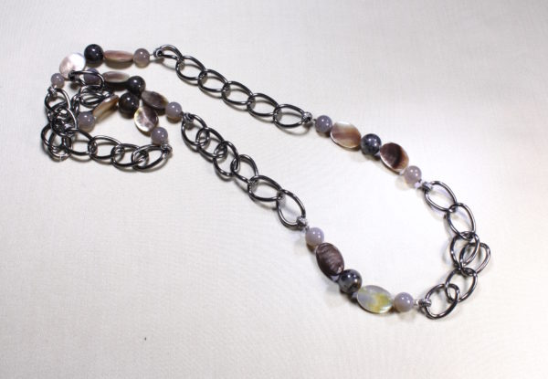 Necklace agate black lip shell & gunmetal chain