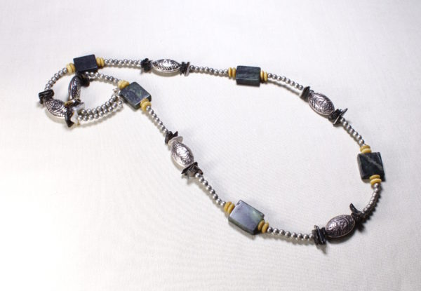 Necklace serpentine & antiqued silver shields