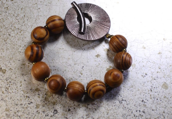Bracelet - palmwood & large gunmetal toggle