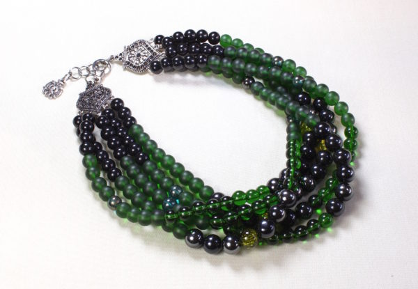 multi-strand necklace Green/black glass & acrylic