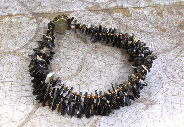 Choker necklace black lip shell & antique gold seeds