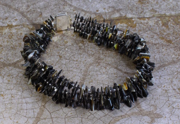 Choker necklace black lip shell& silver seeds