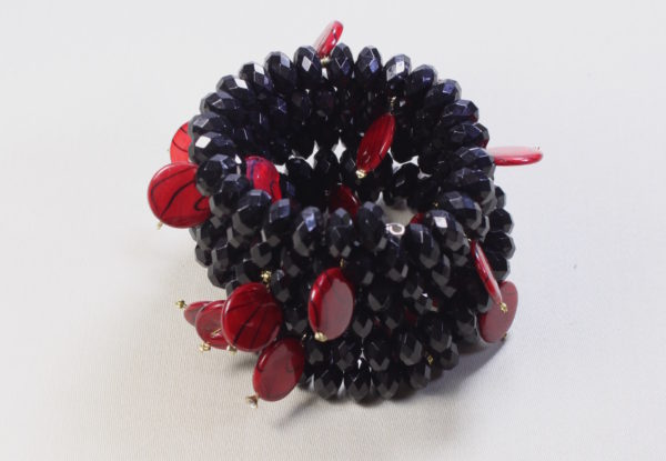 Bracelet & earrings black acrylic with red shell