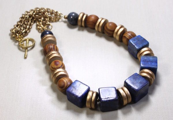 Necklace lapis lazuli cubes, palmwood & gold coco shell
