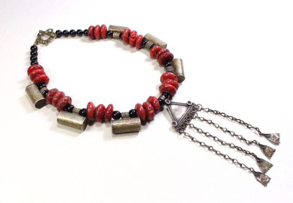 Necklace antique Tibetan coral, Brass & Onyx