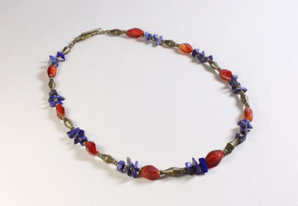 Necklace lapis lazuli, red agate & brass