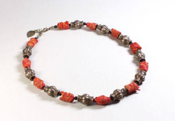 Necklace sponge coral & fluted brass & onyx